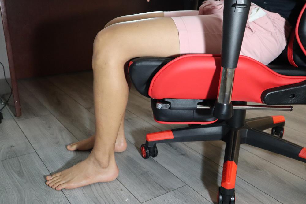 KCream gaming chair seat depth